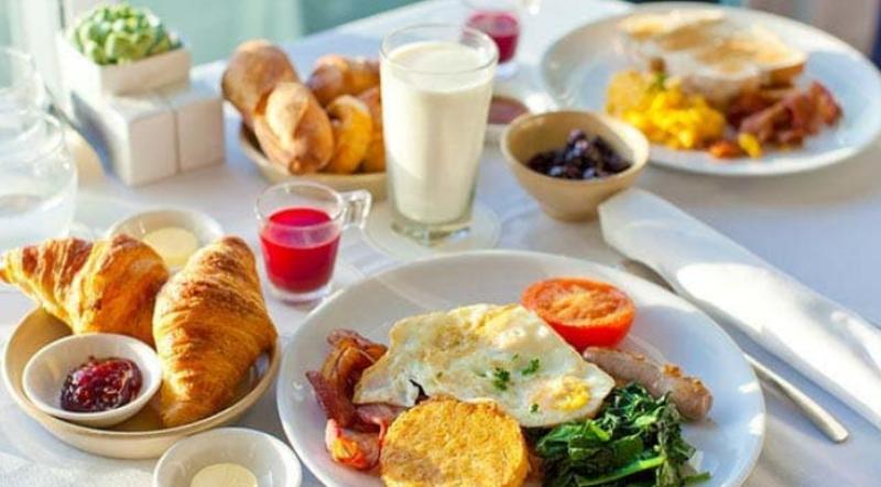 Arsyet përse nuk duhet të anashkalohet ngrënja e mëngjesit