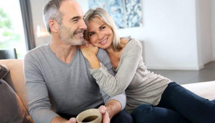 Cila është diferenca ideale e partnerëve për të pasur një martesë të lumtur