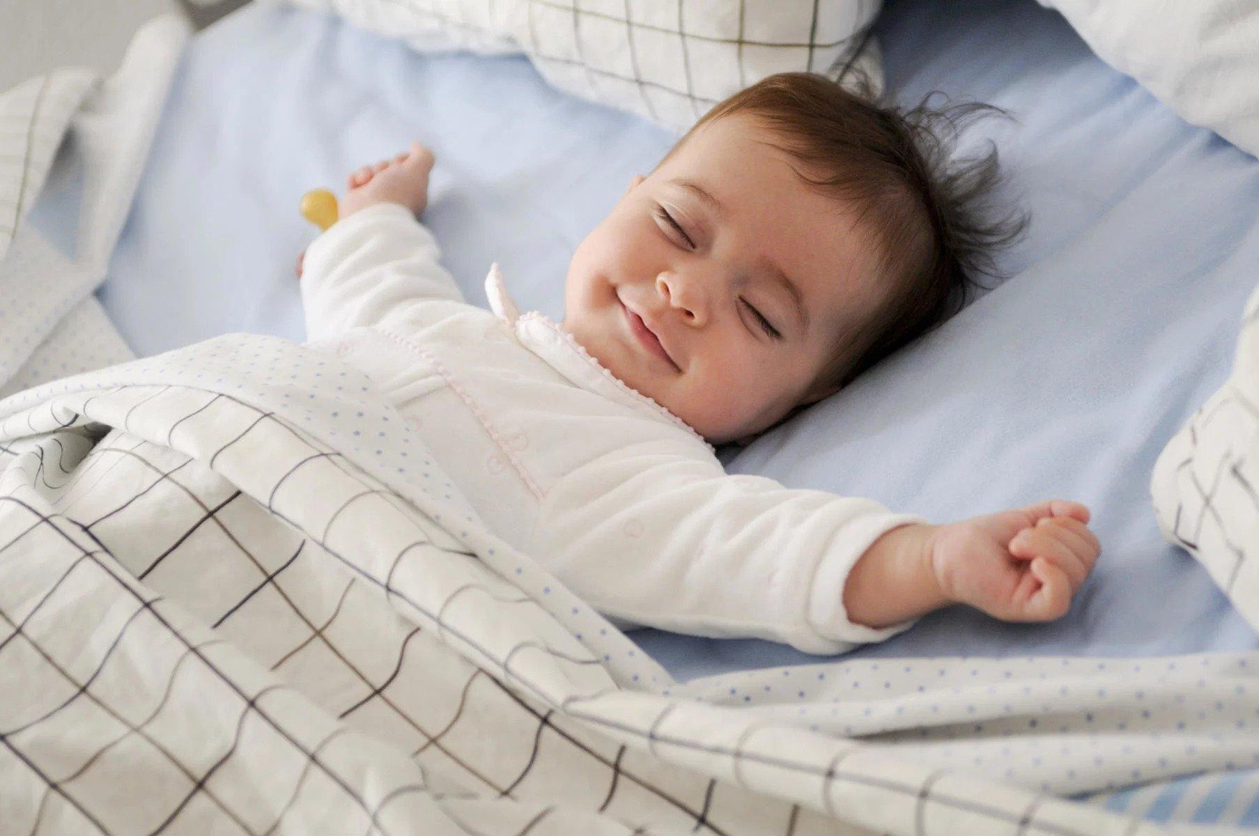 Pozicioni i gjumit që rrit vdekjen foshnjore  ja rekomandimet e pediatrëve për prindërit